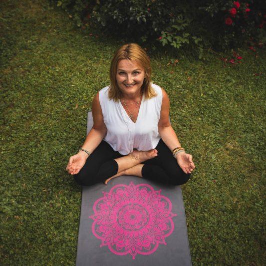 Yogatuch Inhale Joy Mandala Grau